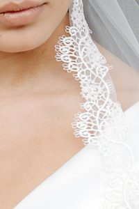 Chelsea-Cathedral-Length-Italian-Lace-Brimmed-Veil_details